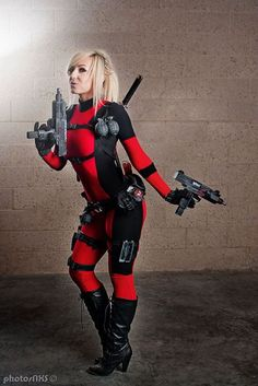 Jessica Nigri as Lady Deadpool Deadpool Cosplay, Lady Deadpool, Jessica Nigri, Steampunk, Girls Twitter, Best Cosplay, Female Cosplay, Awesome Cosplay, Superhero Villains