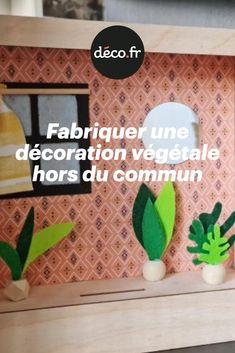 Embarquez avec nous pour une création unique en son genre ! Il s'agit d'un DIY surprenant permettant de créer une décoration pour vos surfaces ou pour vos murs, mais pas n'importe laquelle. Découvrez comment créer une pièce miniature décorée pour embellir votre propre décoration. Genre, Decoration, Origami, Miniature, Diy, Unique, Walls, Creative Crafts, Decor