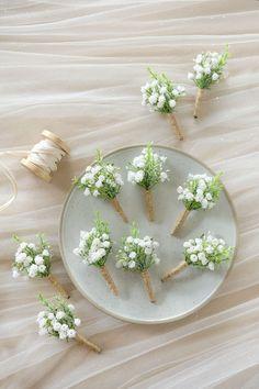 Simple Wedding Bouquets, Diy Wedding Flowers, Simple Weddings, Floral Wedding, Inexpensive Wedding Flowers, Daisy Bouquet Wedding, Natural Wedding Decor, Rustic Spring Weddings, Daisy Wedding Decorations
