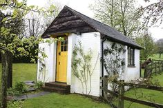 When Roald Dahl moved to Great Missenden in Buckinghamshire in he built a small writing hut. Roald Dahl Day, Writing Studio, Build Your Own Shed, Yellow Doors, She Sheds, Little Houses, Tiny Houses, Green Houses, Copywriter