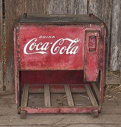 Antiguedad - Coca Cola - Ideas of Coca Cola - Ideas of Coca Cola - Antiguedad Ginger Ale, Mountain Dew, Soda Machines, Vending Machines, Coke Cooler, Cooler Box, Coke Machine, Vintage Coke, Vintage Items