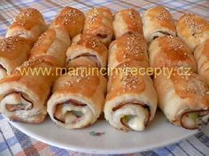 Z lístkového cesta Hot Dog Buns, Sushi, Food And Drink, Pizza, Cooking Recipes, Bread, Baking, Party, Ethnic Recipes