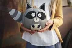 These Woodland Creature No-Carve Pumpkins are the perfect way to dress up your pumpkins this fall. If you love pumpkins, but loathe carving them, this is the project for you! Halloween Birthday, Holidays Halloween, Halloween Crafts, Halloween Decorations, Halloween Ideas, Pumpkin Decorating Contest, Pumpkin Contest, Fall Decorating, Book Character Pumpkins