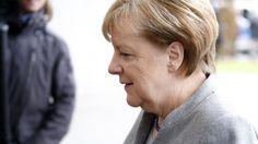"""Bundeskanzlerin Angela Merkel äußerte sich im ZDF in der Sendung """"Was nun?"""" zu ihrer Zukunft. Deutschland brauche Stabilität. Sie habe immer gesagt, dass sie bereit sei, Deutschland weitere vier Jahre zu dienen. Fehler habe sie nicht gemacht, so die Bundeskanzlerin."""