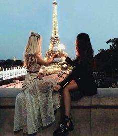 Best friends in Paris. paris photography with best friend paris photography bff paris photography Bff Pics, Cute Friend Pictures, Friend Photos, Best Friend Fotos, Shooting Photo Amis, Poses Photo, Best Friend Photography, Paris Love, Paris Paris
