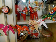 the vintage umbrella: Dala horse garland