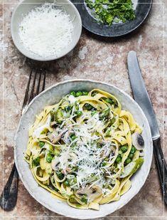 Spring Pasta: Tagliatelle mit Spargeln und Erbsen Spaghetti, Pasta, Ethnic Recipes, Food, Al Dente, Asparagus, Easy Meals, Food Food, Cooking