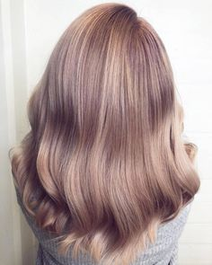 When the rose gold shade is already stunning and then the vintage filter takes it to the next level. Obsessed with this Vintage Blush hair color by Annika. Blond Rose, Rose Gold Hair Brunette, Champagne Blonde Hair, White Blonde Hair, Rose Hair, Hair Color Formulas, Gold Hair Colors, Hair Color For Women, Hair Color Shades