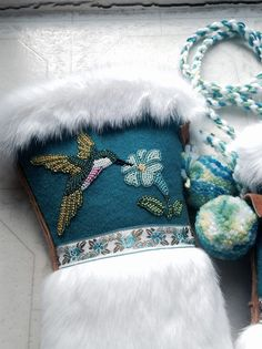 This is a close up of the other side of the Hummingbird mitts that Carmen Dennis (Tahltan) made over a year ago Native Beading Patterns, Beadwork Designs, Native Beadwork, Seed Bead Patterns, Native American Beadwork, Indian Beadwork, Beaded Moccasins, Nativity Crafts, Beaded Animals
