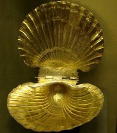 """The King Teres' Gold Mask – a Masterpiece of the Thracian Craftmanship """"This is a unique mask and it looks even better than the famous. Historical Artifacts, Ancient Artifacts, European Tribes, Legends And Myths, Ancient Greek, Ancient History, Egypt, Shells, Bronze"""