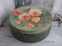 I will show you how to decoupage a lovely jars from. I used decoupage glue and paper napkins. Decoupage Jars, Decoupage Wood, Decoupage Vintage, Painted Boxes, Wooden Boxes, Vintage Hat Boxes, Roses Vintage, Cardboard Paper, Pretty Box