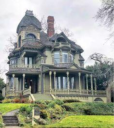 Victorian Architecture, Beautiful Architecture, Beautiful Buildings, Beautiful Homes, Home Architecture, Architecture Awards, Landscape Architecture, Victorian Style Homes, Victorian Houses