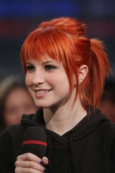 hayley williams -love the fringe. Will NOT dye my hair Ponytail Haircut, Ponytail Hairstyles, Hairstyles With Bangs, Straight Hairstyles, Hairstyle Photos, Tomboy Hairstyles, Bangs Hairstyle, Frontal Hairstyles, Updos