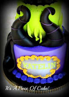 Maleficent Cake- just the bottom tier and horns Maleficent Cake, Disney Maleficent, Fondant Cakes, Cupcake Cakes, Descendants Cake, Maleficent Birthday Party, Character Cakes, Disney Cakes, Halloween Cakes