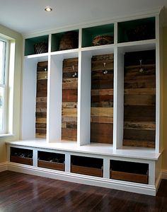 Chic Design Investments: Entry built-ins with recycled pallets as backing. put in build out of 4 seasons room, create entrance into the house off of that room Future House, My House, Mudroom Laundry Room, Mud Room Lockers, Mudroom Cubbies, Home Reno, Pallet Furniture, Built Ins, Home Projects