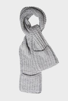 Chunky Scarf from @Max Strandlund @Kay Beaver New Zealand #vintageknitaccessories #winter