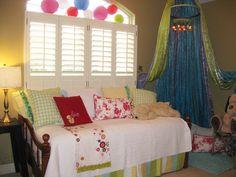 Tween girls room with reading nook/tent. :)