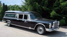Classic Car News – Classic Car News Pics And Videos From Around The World Mercedes Benz 600, Mercedes Maybach, Station Wagon Cars, Automobile, Daimler Benz, Flower Car, Classic Mercedes, Benz S, Emergency Vehicles
