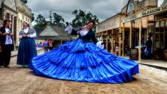 https://flic.kr/p/TUNN2U | The Giant Crinoline | Sovereign Hill, Ballarat, Victoria, Australia  Note: For Sovereign Hill Museums Association and for Sovereign Hill staff and volunteers and any person included in this photo, the attribution specified in the copyright is not required.