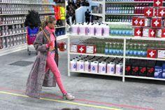 Paris: Die Show von CHANEL AW2014 – Supermodels im Supermarkt