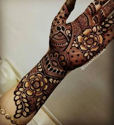 Explore latest Mehndi Designs images in 2019 on Happy Shappy. Mehendi design is also known as the heena design or henna patterns worldwide. We are here with the best mehndi designs images from worldwide. Henna Hand Designs, Mehndi Designs Finger, Rose Mehndi Designs, Mehndi Designs For Girls, Modern Mehndi Designs, Wedding Mehndi Designs, Latest Mehndi Designs, Mehandi Designs Arabic, Modern Henna