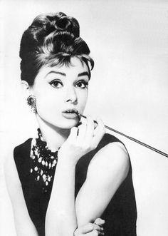 AH. <3 The classic Audrey Hepburn pose. My role model.