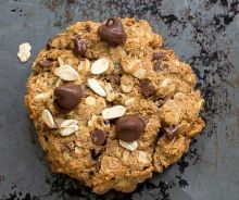 Biscuits déjeuner à l'avoine et pépites de chocolat Biscuit Cookies, Biscuit Recipe, No Cook Desserts, Cookie Desserts, Healthy Biscuits, Tasty, Yummy Food, Oatmeal Recipes, Frugal Meals