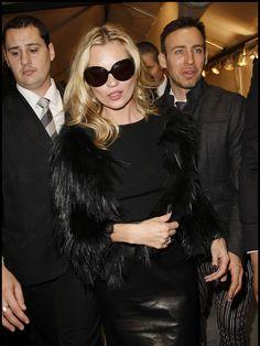 Kate Moss sunglasses & fur coat - great look