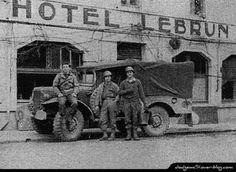 Dodge WC 51 devant l'Hôtel Lebrun , Bastogne 1944