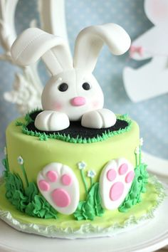 Want to bake an Easter Cake? Bake a cute & traditional Bunny Cake this Easter. Make your Easter brunch special with these festive Easter Bunny Cake Recipes. Easter Bunny Cake, Easter Cupcakes, Easter Cookies, Easter Treats, Bunny Party, Bunny Cakes, Easter Cake Fondant, Easter Party, Fondant Cakes