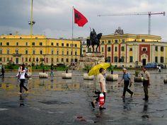 Um dia de chuva em Tirana, capital da Albânia.
