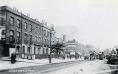 Essex Road, Islington, c 1905. Essex Road station dead centre, obscured by the tree, Venables Pianos on the corner of Essex and Canonbury Road.