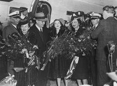 """Gone With The Wind"" Olivia de Havilland, David O. Selznick & Vivien Leigh arriving in Atlanta for Atlanta premiere"