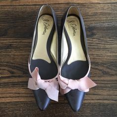 Sam Edelman Kitten heels Deep brown kitten heels with a pink bow. Sassy and comfy heels. Super cute shoes. Size 8.5 Sam Edelman Shoes Heels