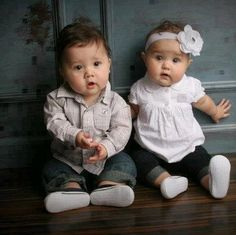 10 Cute Costumes for Twins ideas 2015 Cute Baby Twins, Boy Girl Twins, Cute Little Baby, Baby Kind, Little Babies, Cute Boys, Twin Baby Photos, Cute Baby Girl Pictures, Beautiful Children