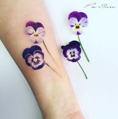 all realistic plant tattoos on left arm also in color Realistic pansy tattoo by Pis Saro Violet Flower Tattoos, Delicate Flower Tattoo, Realistic Flower Tattoo, Violet Tattoo, Tattoo Flowers, Beautiful Flower Tattoos, Tattoo Son, Back Tattoo, Trendy Tattoos