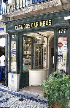 Lisboa, Casa dos Carimbos by ernst schade, via Flickr