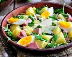 Recette de Salade de pommes de terre au jambon, oeuf dur et comté pour dîner léger en famille