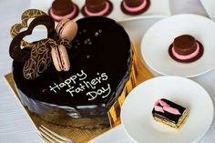 Easily send cake to your father in Bangalore at best price. We deliver fresh cake at your desired location on the same day. Happy Fathers Day Cake, Fathers Day Wishes, Fathers Day Cards, 2017 Quotes, Fresh Cake, Youtube Design, No Bake Cake, Birthday Cake, Desserts