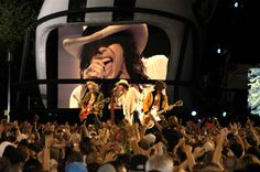 Aerosmith Live in Concert | ... sponsored ^ldquo,NFL Kickoff Live 2003^rdquo, Concert on the Mall.jpg