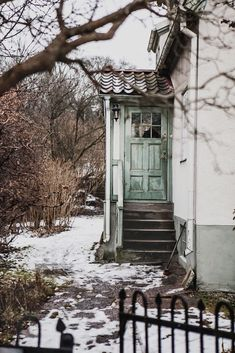 What if winter is not a place outside? American Poetry, Cottage Plan, Winter House, Entrance Doors, Life Photo, Open Up, Windows And Doors, Scenery, Home And Garden