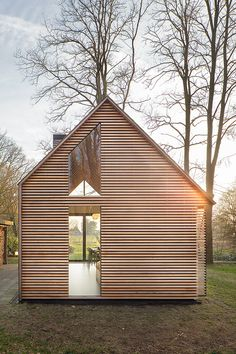 Compact cozy Recreation house on the outskirts of Utrecht by Zecc Architects