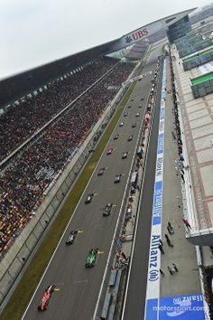 The start of Shanghai GP 2014 Formula 1 Gp, Chinese Grand Prix, Race Tracks, Daniel Ricciardo, F1 News, F1 Season, Amazing Race, F1 Racing, Car In The World