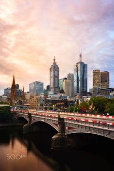 Melbourne city skyline at sunset Places In Melbourne, Melbourne Skyline, Melbourne Travel, Melbourne Australia City, Perth, Brisbane, Melbourne Victoria, Victoria Australia, Photomontage