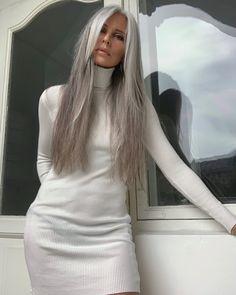 Long Gray Hair, Silver Grey Hair, White Hair, Coiffure Hair, Grey Hair Inspiration, Gray Hair Growing Out, Ageless Beauty, Grunge Hair, Great Hair
