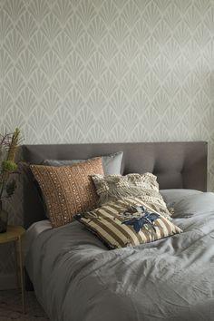 Giv dit soveværelse nyt liv med smukt tapet. Muji, Cottage, Throw Pillows, Bedroom, Liv, Interior, House, Furniture, Home Decor
