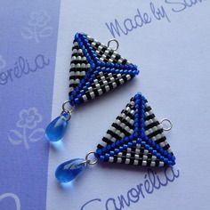 Amovible 6 : pendants en tissage peyote, triangle recto-verso et goutte, noir blanc et bleu
