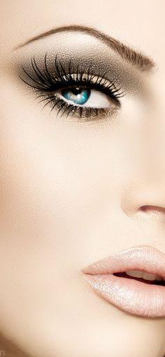 Bronze makeup nude lip