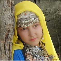 A Hazara girl. Traditional Fashion, Traditional Dresses, Hazara People, Khaled Hosseini, Asian Kids, Beauty Around The World, International Jewelry, Global Citizen, Cultural Diversity