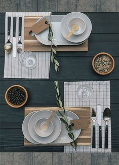 Stylingtip - The right table decoration - Fräulein K sagt Yes - # Fräulein ., - The right table decoration - Fräulein K sagt Yes - # Fräulein Table Setting Inspiration, Decoration Inspiration, Comment Dresser Une Table, Thanksgiving Table Settings, Thanksgiving Decorations, Table Arrangements, Deco Table, Decoration Table, Tablescapes